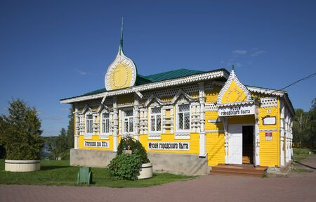 uglich russia: UGLICH, RUSSIA - AUGUST 22, 2015: Old merchants house - the building of the Museum of urban life. Historical landmark of the city Uglich Editorial