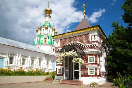 golden ring: Ancient orthodox chapel in memory of those killed during the Polish-Lithuanian invasion in 1609 close-up. Vvedensky Tolgskiy monastery in Yaroslavl. Golden Ring of Russia