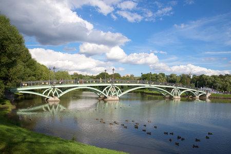 tsaritsyno: MOSCOW, RUSSIA - SEPTEMBER 06, 2016: Bridge on the Bottom Tsaritsynsky pond in the landscape park of the museum Tsaritsyno