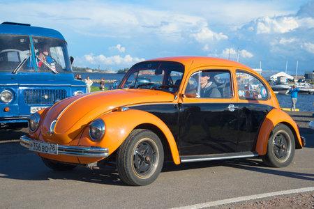 st german: KRONSTADT, RUSSIA - SEPTEMBER 04, 2016: Orange Volkswagen Beetle - the participant of a parade retro cars in Kronstadt
