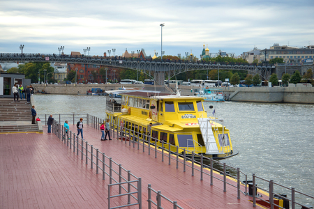 excursion: MOSCOW, RUSSIA - SEPTEMBER 07, 2016: Landing of passengers to the walking motor ship to a water excursion across the Moskva River