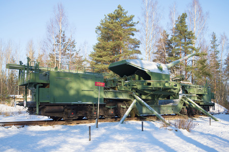 conveyor rail: KRASNOFLOTSK, RUSSIA - FEBRUARY 08, 2017: A view of a 180-mm railway artillery cannon of TM-1-180 in fighting situation in the February afternoon. Fort Red Hill (Alekseevsky), Leningrad region Editorial