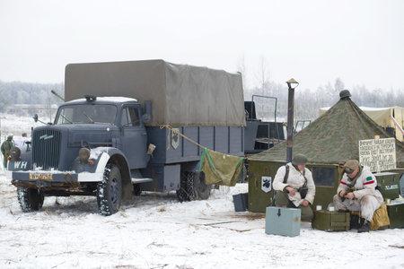 ST PETERSBURG, RUSSLAND - 14. JANUAR 2018: Opel Blitz ist ein deutscher Lastwagen in einem Militärlager. Fragment des militärhistorischen Wiederaufbaus