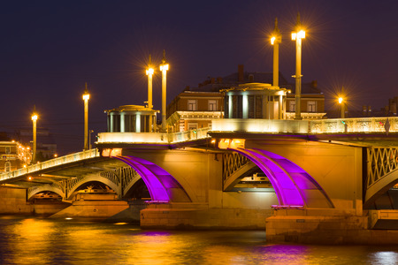 The central part of Blagoveshchensky Bridge in night illumination. Night St. Petersburg, Russia 스톡 콘텐츠