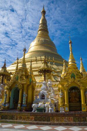 At the foot of the Shwedagon pagoda. Yangon, Myanmar Stockfoto