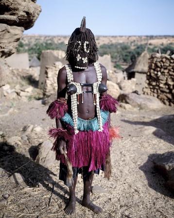 Dogon bailar�n, pueblo Dogon Tireli, Mal� Foto de archivo - 15313429