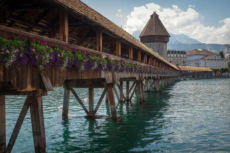 wody wieży: Chapel Bridge  Water Tower, Lucerne, Switzerland. Publikacyjne