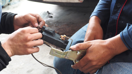 electric current: Asian Thai Mechanic check and repair electric current car lock, this use at the door.