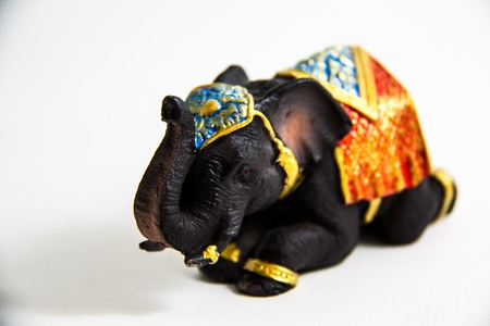 Elephant Schwarz Farbe Grovel Dekor auf wei�em Hintergrund - Thai Souvenirs