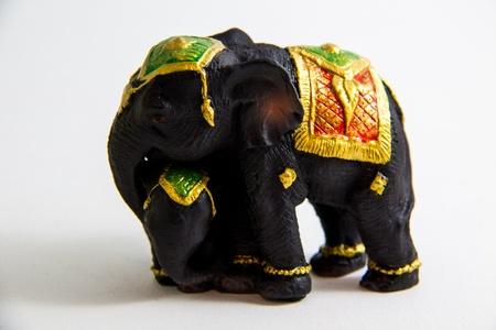 Schwarze Elefant mit Baby-Elefanten Thailand auf wei�em Hintergrund Lizenzfreie Bilder