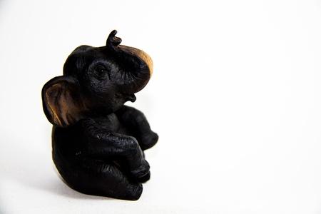 Elephant Thai schwarz Sitz auf wei�em Hintergrund - Thai-Geschenk