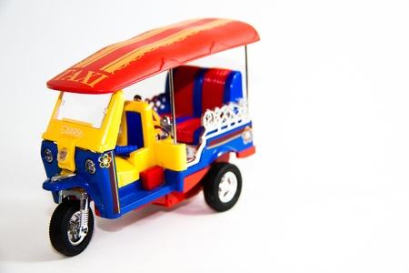 Taxi Thailand Tuktuk Modell drei Farben auf wei�em Hintergrund - Thai-Geschenk