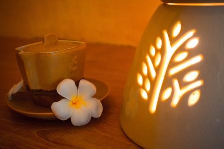 Aroma-Kerze-Therapie Entspannung Natur mit Blume Bild