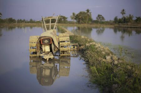 motor hoe: power tiller in the field