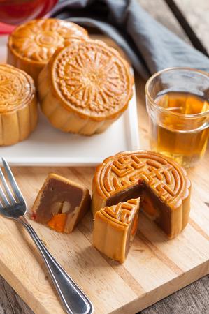 Moon cake,Chinese mid autumn festival dessert. Stock Photo - 31324604