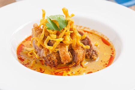 soi: Yellow noodles (Khao Soi) with fried pork, Fusion food Stock Photo