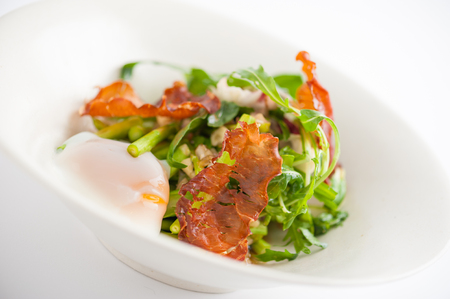 scald: Vegetables salad with balsamic vinegar dressing, onsen tamago Japanese style scald egg and smoked striploin ham 1.5 millimeters thickness in ceramic bowl, a modern cusine concept food Stock Photo