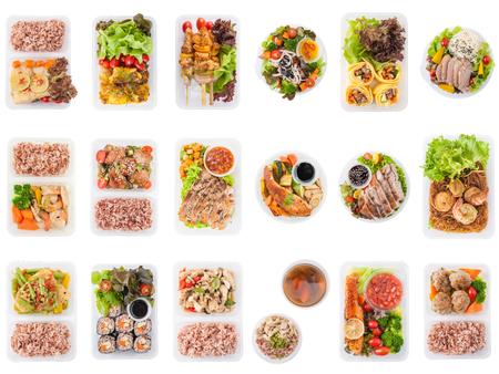 Inzameling van moderne stijlkoken, gekookt door schoon voedselconcept, inclusief Europese, Japanse, Thaise en Chinees etenstijl in lunchbox op een witte achtergrond