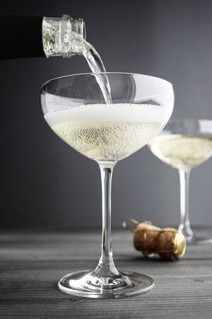 Champagne in Gläser gefüllt Coupe, selektiven Fokus Standard-Bild - 25478669