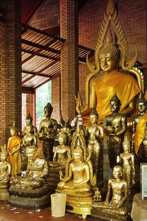 yai: Statue di Buddha in Wat Yai Chaimongkhon