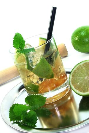 lemon balm: Mojito on a platter with fresh lime and lemon balm