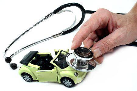 garage automobile: St�thoscope avec voiture de fond blanc Banque d'images