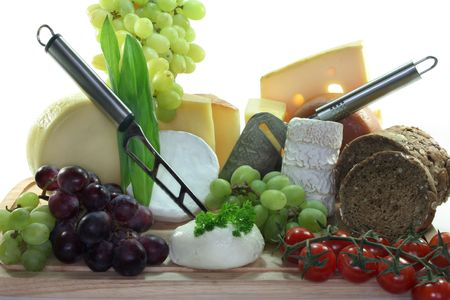 cheeses: cheeses with fresh grapes, tomatoes and parsley