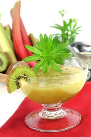 sweet woodruff: Green jelly with kiwi fruit, rhubarb and sweet woodruff Stock Photo
