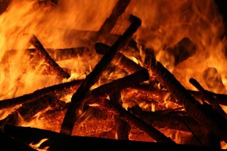 flickering: Llamas de fuego con el parpadeo de la imagen de troncos de madera