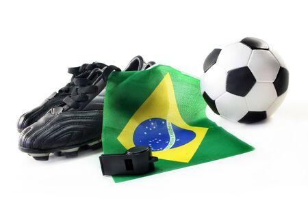leather ball: Zapatos de f�tbol con la bandera, la pelota de cuero y el silbato sobre un fondo blanco
