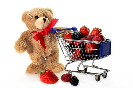 laden: Teddy with shopping carts, laden with delicious berries Stock Photo