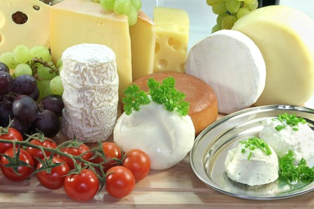 cheese varieties with fresh grapes and sorrel Stock Photo - 8142124