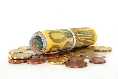 billets euros: un euro de r�le note et des pi�ces de monnaie sur fond blanc