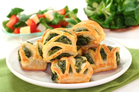 Puff pastry with a spinach-cheese filling and corn salad