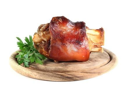 jarret: jarret de porc grill� sur un fond blanc Banque d'images