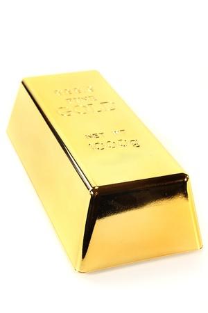 lingote de oro: una barra de oro sobre un fondo blanco