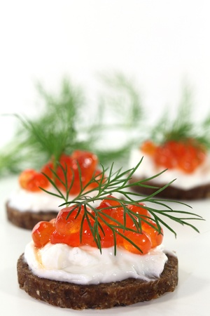 Pumpernickel with dill and caviar on a white background Standard-Bild