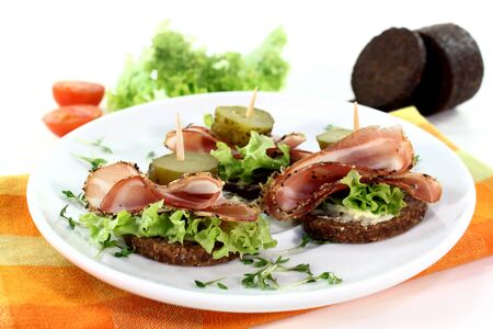 smoked bacon: Canapes with smoked bacon and sour cucumber