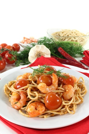 prepared dish: spaghetti with shrimps, tomatoes and dill