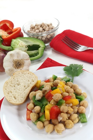 scallions: chickpea salad with peppers, scallions and coriander Stock Photo