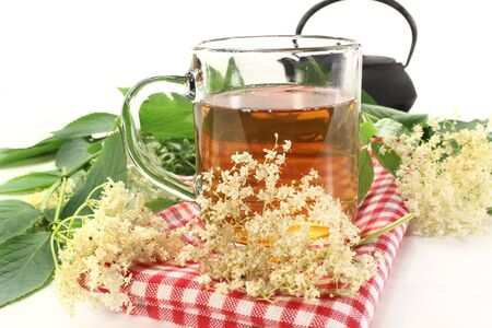 a cup of elderflower tea with fresh flowers Stok Fotoğraf