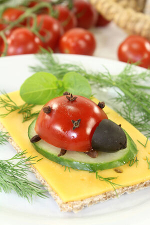 god's cow: Crisp bread with cheese, tomato and dill