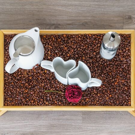 An arrangement of heart cups on a tray with coffee beans Stok Fotoğraf - 149775610