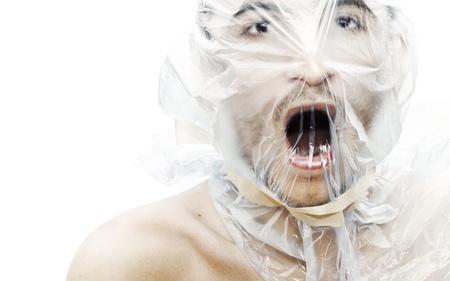 violencia sexual: Joven con una bolsa en la cabeza tratando de respirar Nota: algunos granos se agregan para efecto de composici�n