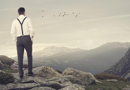表示を見て彼のポケットに手を持つ男。リラックスできる概念 写真素材