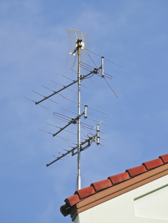 receiver antenna fit on roof of house