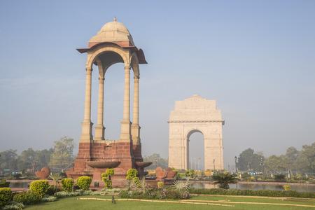 escenario del pabellón y Puerta de la India en la mañana en Rajpath, Nueva Delhi, India
