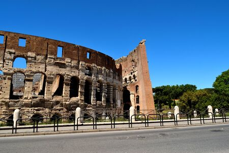 View of the Colosseum without tourists due to the phase 2 of lockdown 版權商用圖片 - 146475647