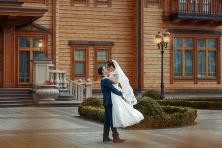 circling: Groom circling his bride and kisses her lips