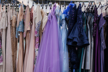 Gorgeous shiny evening dresses hang on a hanger. Banque d'images - 117955219